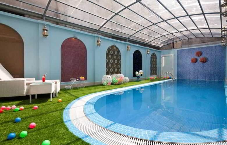 Boss Legend Hotel - Pool - 14