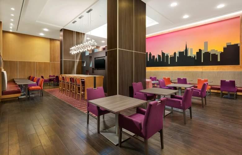 Hampton Inn Manhattan/Times Square Central - Bar - 3