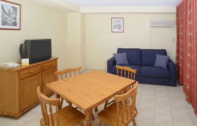 Apartamentos Avenida - Room - 10