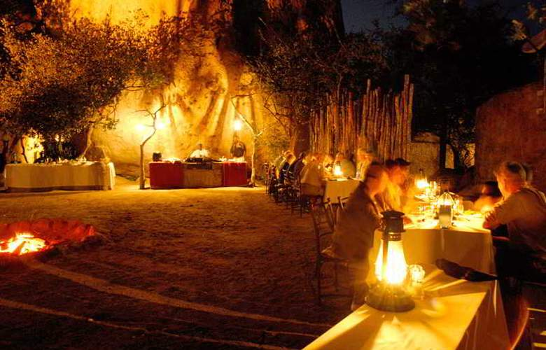 Manyatta Rock Camp - Restaurant - 25