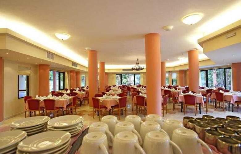 Century Resort Apartments - Restaurant - 11