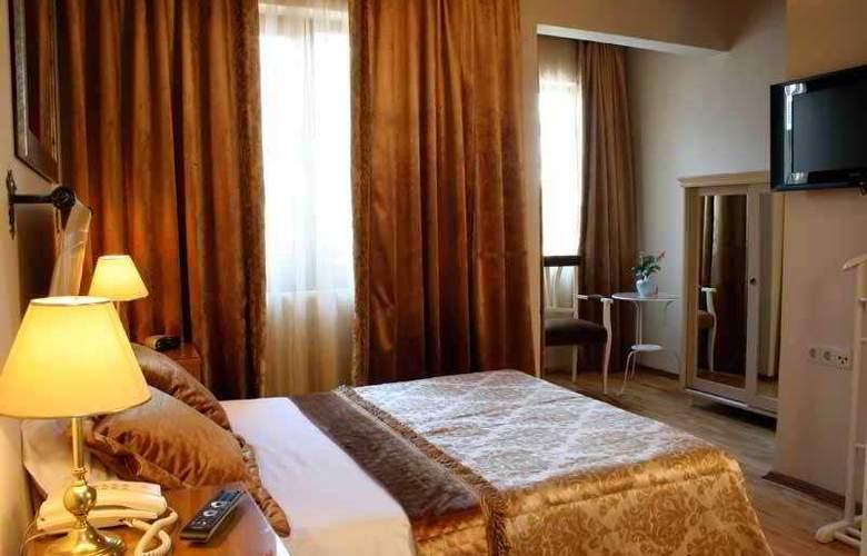 Celal Sultan - Room - 1
