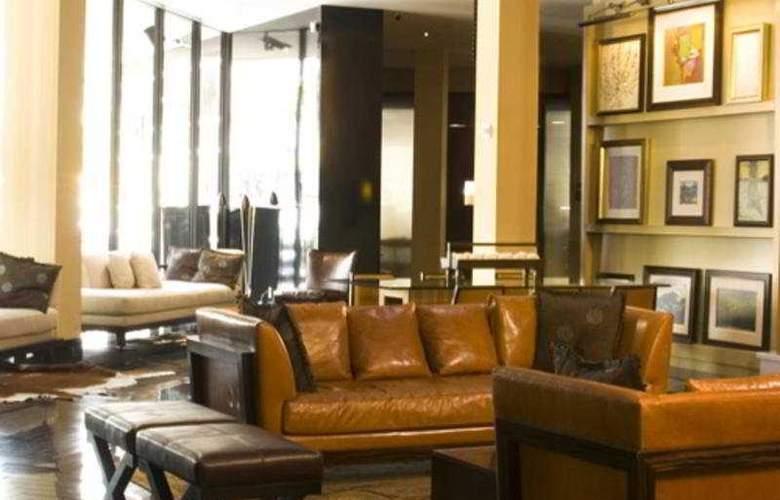 Derek - Hotel - 0