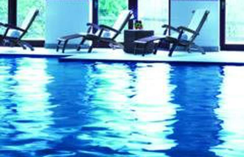 Nutfield Priory Hotel & Spa - Pool - 8