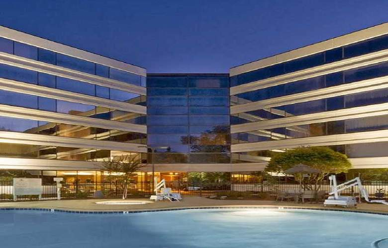 Hilton Durham near Duke University - Pool - 2