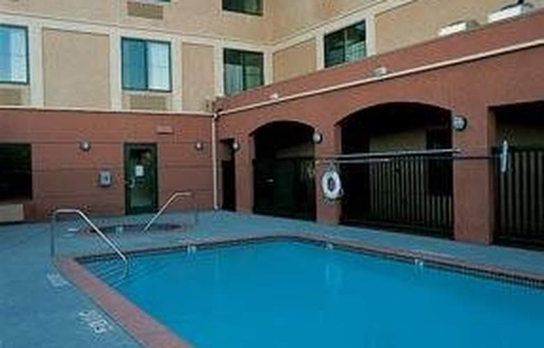 Comfort Inn (Morgan Hill) - Pool - 4
