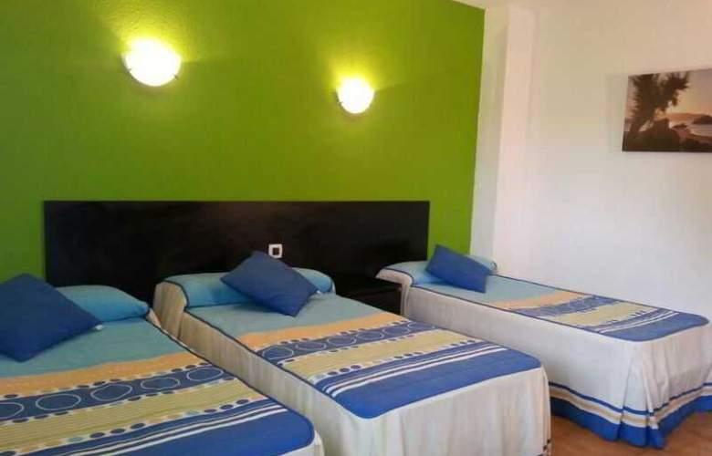 Azcona - Room - 11