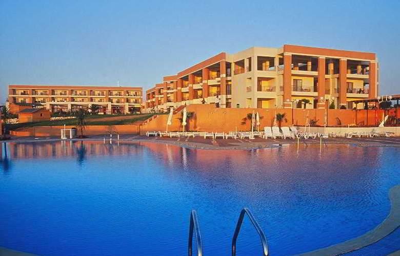 Pomegranate Wellness  Spa Hotel - Pool - 6