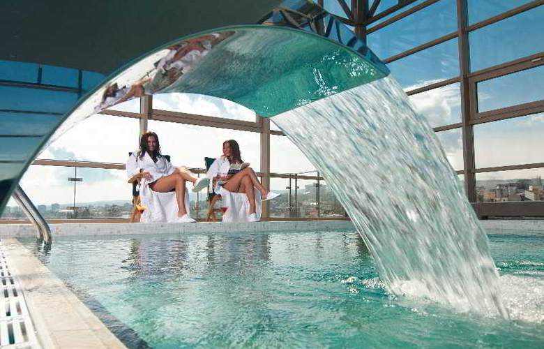 Ramada Cluj Hotel - Pool - 27