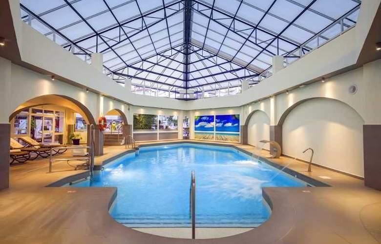 Sahara Sunset Club - Pool - 1