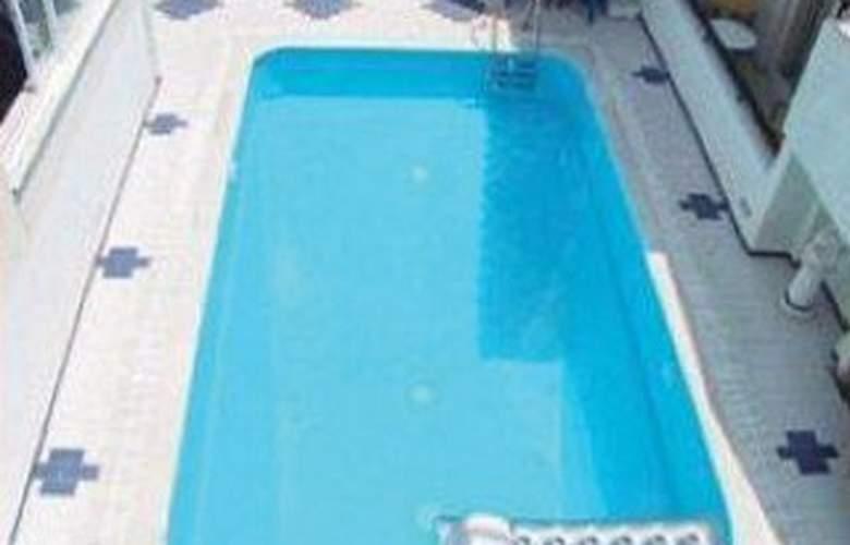 Senia - Pool - 2