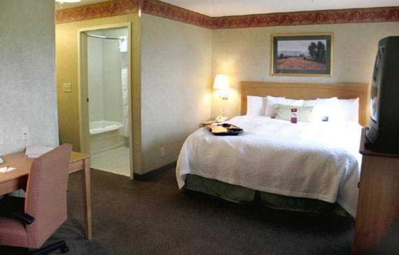Hampton Inn & Suites Kalamazoo-Oshtemo - Room - 16