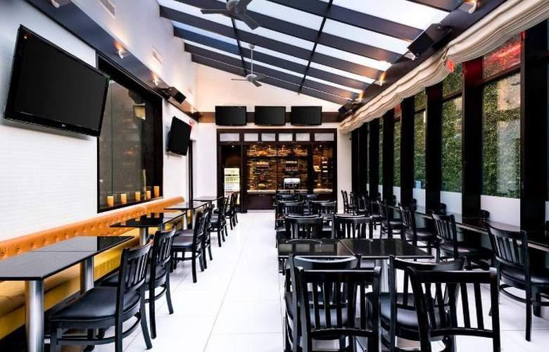 Fairfield Inn & Suites New York Manhattan/Times Square - Restaurant - 3