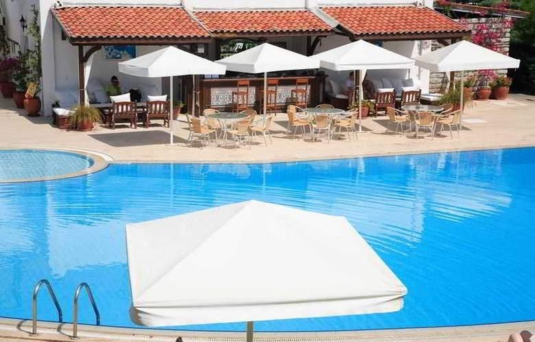 Princess Artemisia Hotel - Pool - 2