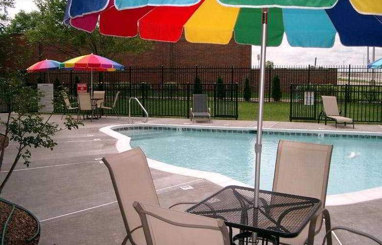 La Quinta Inn Louisville Airport 836 - Pool - 3