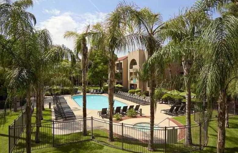 Embassy Suites Phoenix Tempe - Hotel - 4