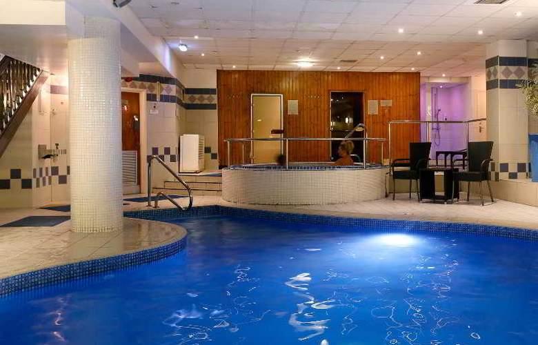 Macdonald Kilhey Court - Pool - 3