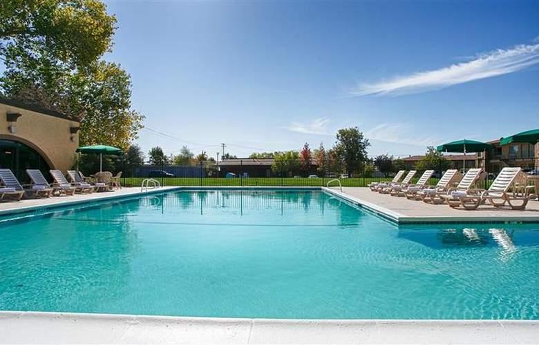 Best Western Roseville Inn - Pool - 2