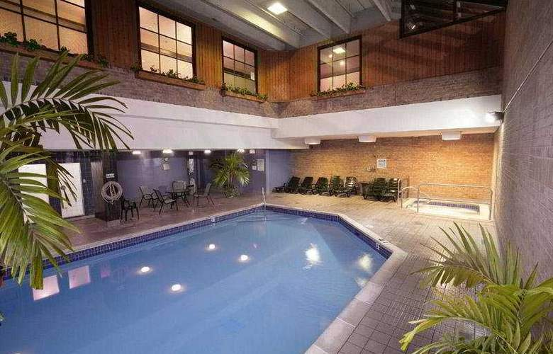 Best Western Plus Toronto Airport - Pool - 5