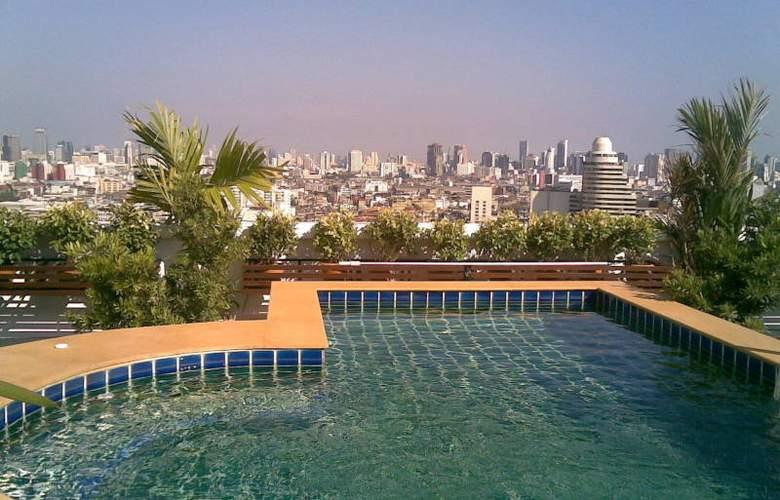 Grande Ville Hotel - Pool - 2