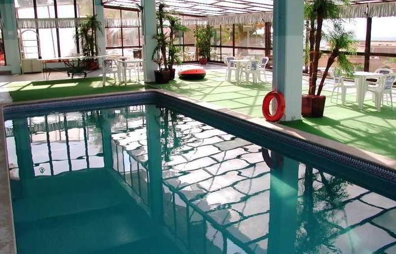 Auramar Beach Resort - Pool - 25