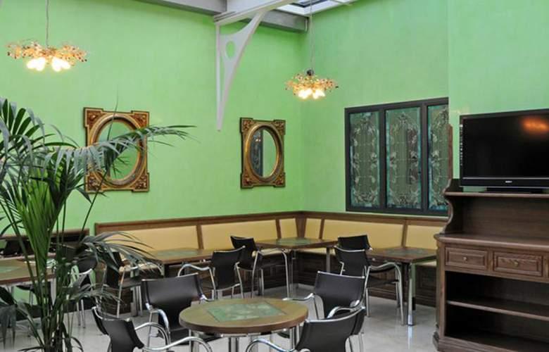 Julia - Restaurant - 11