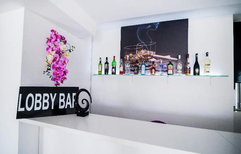 Alex & George Boutique Hotel - Bar - 30