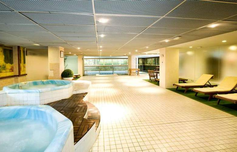 Monarque Sultan Aparthotel - Services - 5