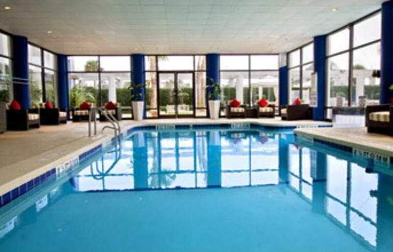 Sheraton North Charleston Airport Hotel - Pool - 3