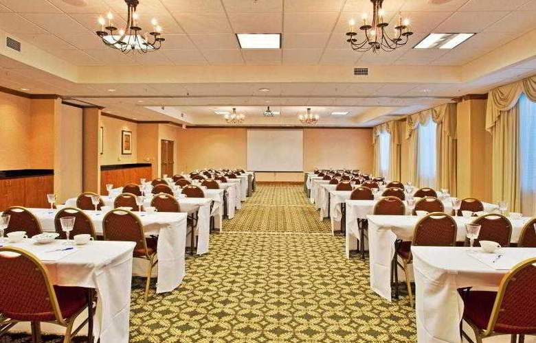 Holiday Inn Express & Suites Tampa - Hotel - 8