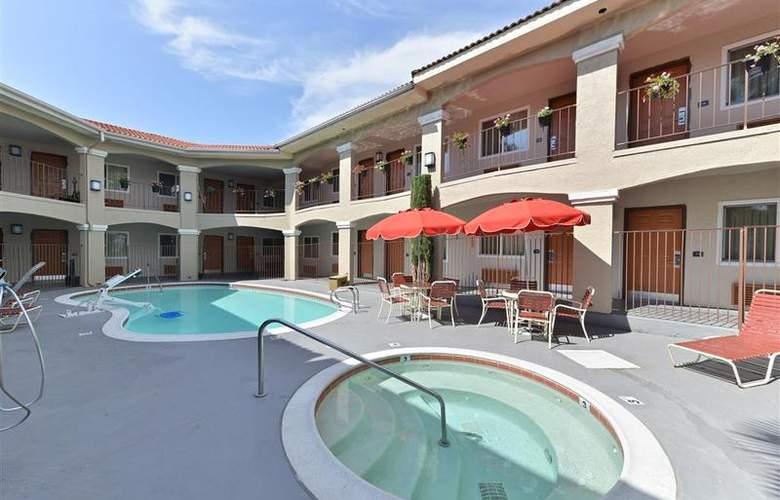 Best Western Santee Lodge - Pool - 37