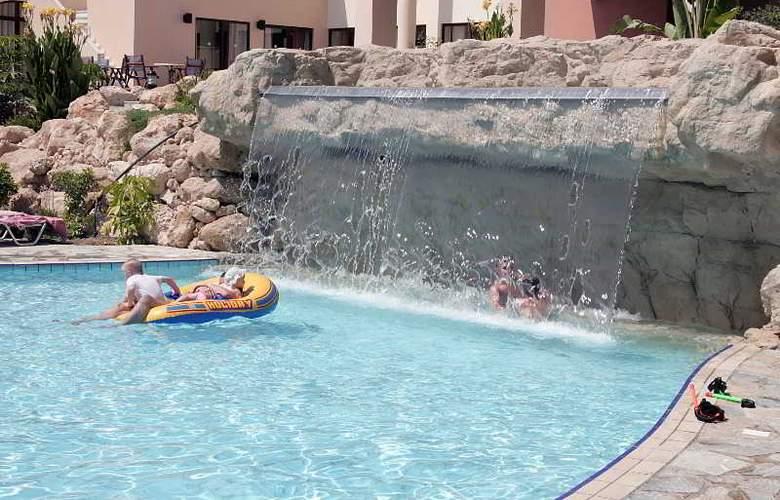 Avanti Village - Pool - 12