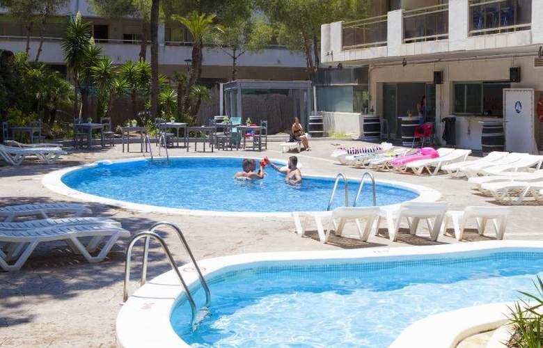 Mediterranean Suites - Pool - 9