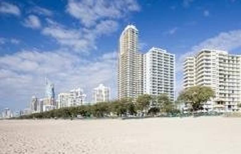 Breakfree Beachpoint - Hotel - 0
