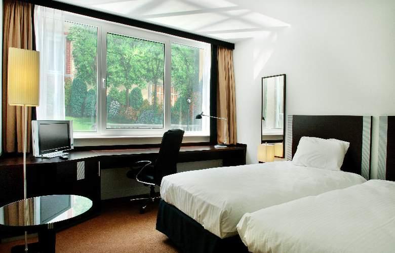 Progress Hotel - Room - 2