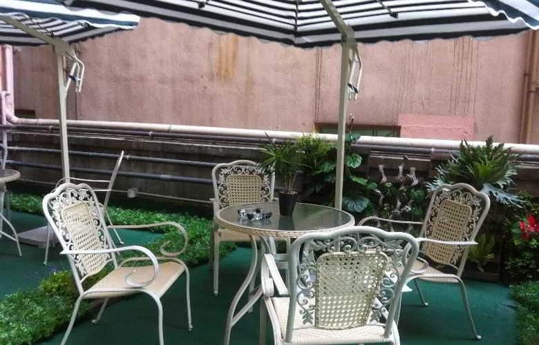 California Hotel - Terrace - 28