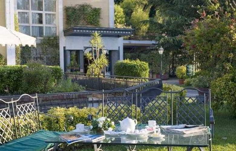 Culture Hotel Villa Capodimonte - Terrace - 11