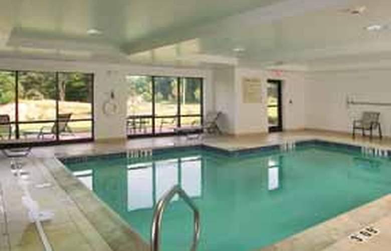 Comfort Suites (Biddeford) - Pool - 3
