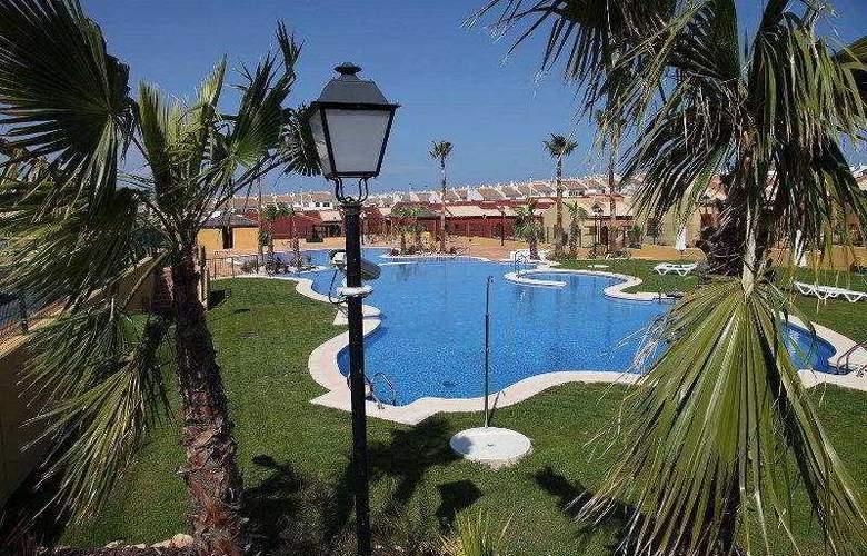 Santara Resort - Pool - 5