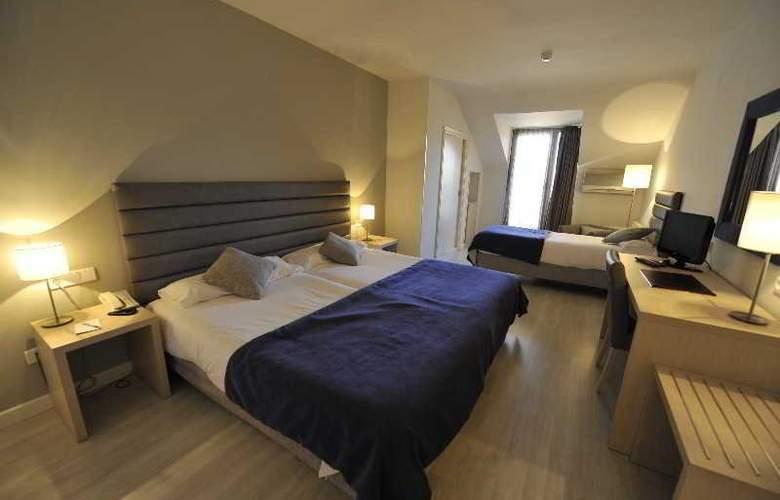 Puerta De Segovia - Room - 7