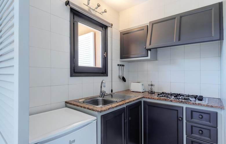 PortBlue Rafalet Apartments - Room - 11