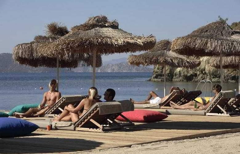 D-Hotel Maris - Beach - 7
