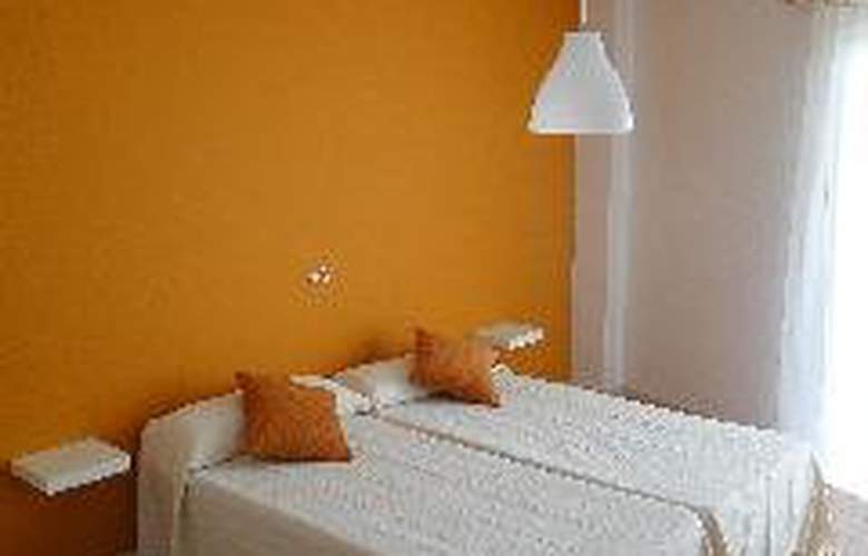 Hostal Balearic - Room - 1