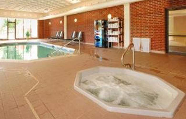 Quality Inn (Schaumburg) - Pool - 4
