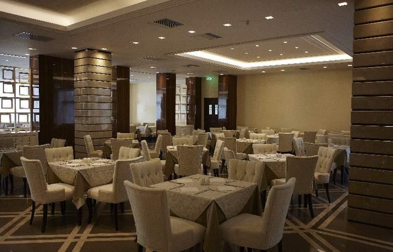 Pomegranate Wellness  Spa Hotel - Restaurant - 8