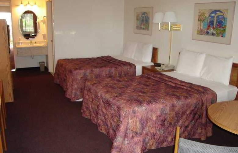 Quality Inn & Suites (Carlsbad) - Room - 2