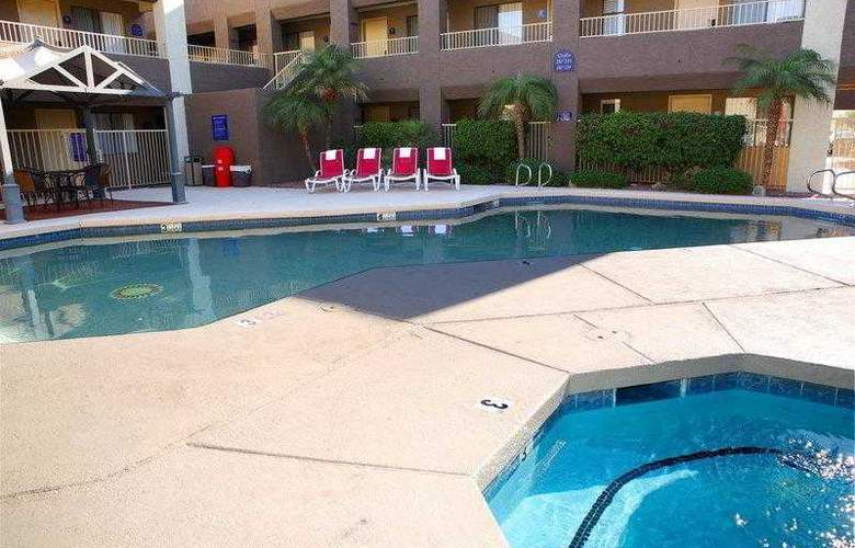 Best Western Plus Inn Suites Yuma Mall - Hotel - 40