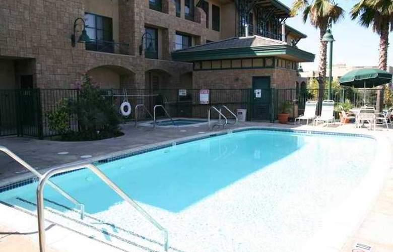 Hampton Inn & Suites Agoura Hills - Hotel - 3