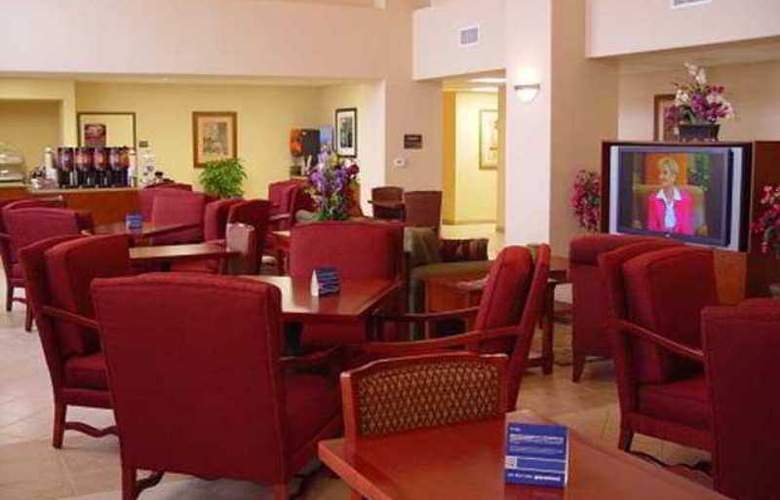 Hampton Inn & Suites Red Bluff - Hotel - 1
