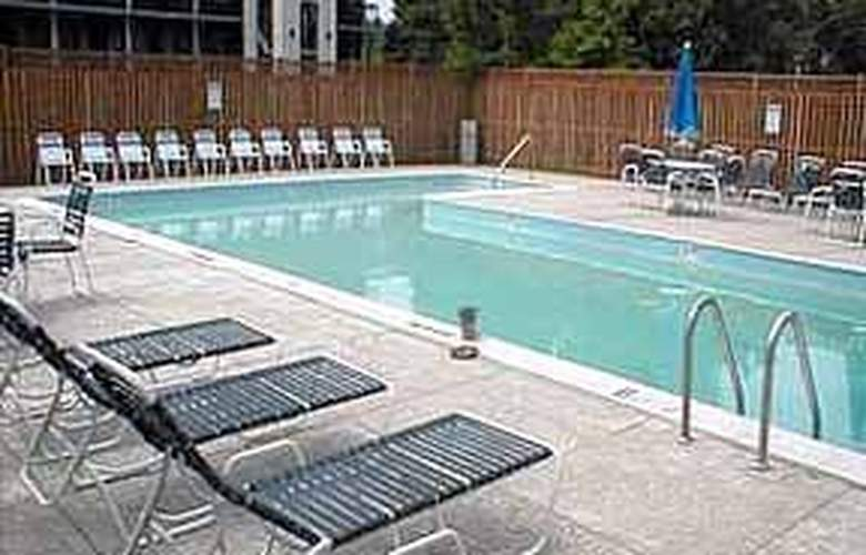 Quality Inn Bloomfield Avenue - Pool - 6